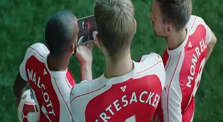 """Arsenal Players Try Eskista"" In The TV Ad For Dashen Beer"